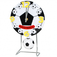 05-013 Часы настольные Детские с маятником Футбольный мяч кварц.пластик 17*4*26см